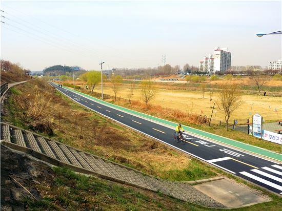 안양천 자전거도로 정비 완료
