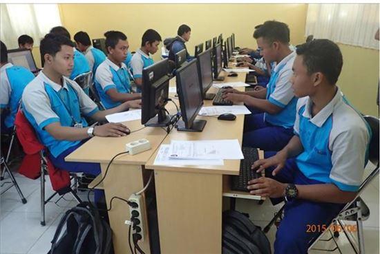 포스코1%나눔재단과 한국국제협력단이 세운 사회적 기업 'KPSE.SI'가 지역 청년들을 대상으로 취업교육을 실시하고 있다.