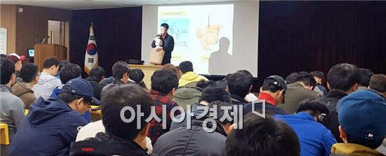 광주시 북부소방서(서장 조태길)는 20일 북구청을 방문해 민방위 대원 300명을 대상으로 심폐소생술 교육을 실시했다.