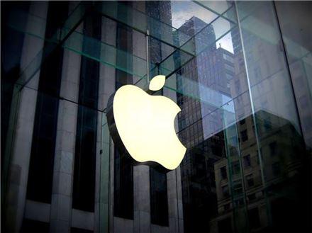 애플, 사용자 통화·데이터 도청 감지 앱 삭제…애플의 변덕?