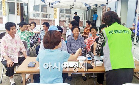 장흥군 관산읍에서 27일 관산읍 지정2구 마을에서 제1회 천관 함께살이 봉사단 봉사활동을 실시한다.