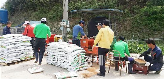 장흥군 장평면(면장 김광재)은 본격적인 영농철을 맞아 지난 23일부터 주말 휴일도 반납하고 주민과의 소통에 나섰다.