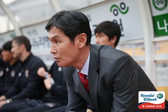 최용수 감독 [사진=한국프로축구연맹 제공]
