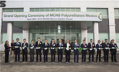▲SKC-미쓰이화학 합작사 MCNS가 지난달 29일 멕시코에서 공장 준공식을 개최했다