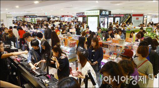 [포토]쇼핑 즐기는 중국인 관광객들