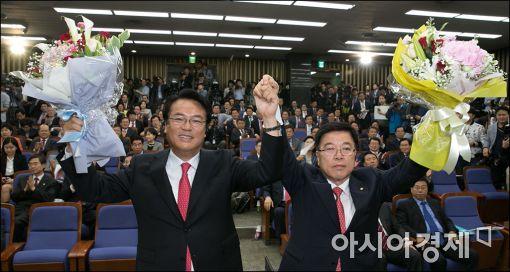 정진석 새누리당 신임 원내대표(왼쪽)와 김광림 신임 정책위의장.