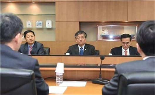 최상목 기획재정부 1차관이 4일 국책은행 자본확충 협의체(TF) 킥오프(kick-off)회의를 진행하고 있다.
