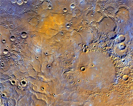 ▲수성의 북반구에 있는 화산 지역.[사진제공=NASA]