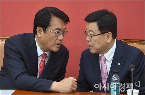 정진석 새누리당 원내대표(왼쪽)와 김광림 정책위의장