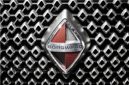 'BX6 TS' 스포츠유틸리티차량(SUV) 그릴에 부착된 보르그바르트의 엠블럼(사진=블룸버그뉴스).