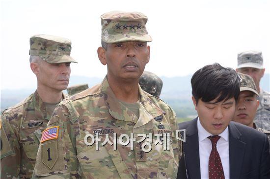 [포토]JSA 점검하는 브룩스 신임한미연합사령관