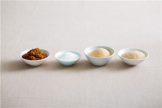 백설탕, 황설탕, 흑설탕 등 설탕에도 여러 가지 종류가 있다