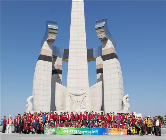 장흥문화원(이금호 원장)은 지난 11일 전북 김천, 군산과 새만금방조제 일대를 방문해 녠년 장흥문화원 문화가족 유적지 순례'를 실시했다