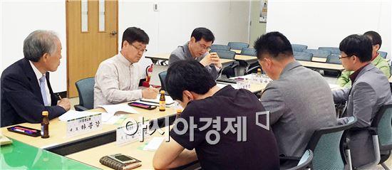 함평군(군수 안병호)은 지난 13일 군청 노동조합회의실에서 농어촌버스 운송사업자 및 터미널 대표자 간담회를 개최했다.