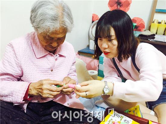 호남대학교 작업치료학과(학과장 신중일)는 11일  광주광역시 남구 향교 일원의 노인 가정집을 방문해 작업치료 봉사활동을 실시했다.