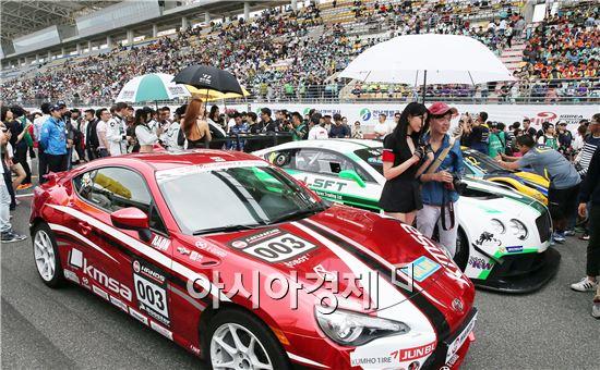 AFOS(Asian Festival Of Speed) 대회 개막식이 국내외 선수와 관계자, 관람객 등 10,000여명이 참석한 가운데 15일 영암 국제자동차경주장(F1서킷)에서 개막됐다. 사진제공=전남도