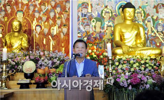 윤장현 광주광역시장은 지난 14일 오전 무각사에서 열린 불기 2560년 부처님오신날 봉축 법요식에 참석해 인사말을 하고 있다.