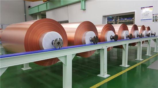일본 파나소닉에 공급돼 테슬라 전기차 및 IT용 리튬이온전지에 적용되는 LS엠트론 전지용 동박.