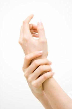 [건강을 읽다] 혹사 당한 손목, 중년女 괴롭히는 손목터널증후군