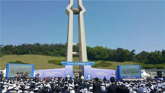 제36주년 5·18 민주화운동 기념식이 18일 오전 광주광역시 북구 운정동 국립5·18민주묘지에서 거행됐다.