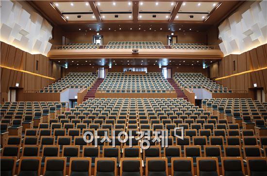 전남대 대강당 '민주마루' 실내