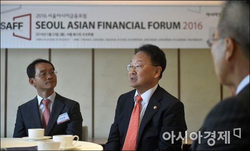 [포토]유일호 부총리, 서울아시아금융포럼 참석