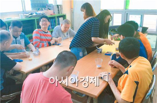 호남대 작업치료학과, 지적장애인 '꽃 화분 만들기' 작업치료