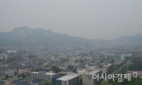 ▲미세먼지로 뿌연 서울 하늘(사진=아시아경제DB)