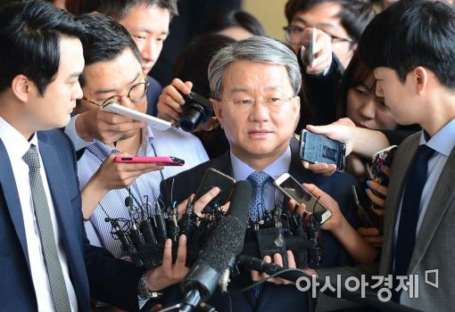 """변호사협회 공보이사 """"홍만표, 전현관 결탁해 사법권 팔아먹은 '매법노'"""""""