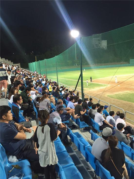 춘천 의암야구장에 몰린 야구 팬들 [사진=KBO 제공]