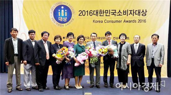 김생기 시장이 1일 한국소비자협회(사무총장 신현두)에서 주관한 2016 대한민국 소비자 대상(대회장 이종훈 한성대학교 이사장, 소비자행정 부문)을 수상했다.