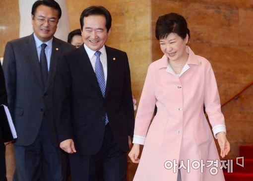 [포토]정세균 의장과 국회 나서는 박근혜 대통령