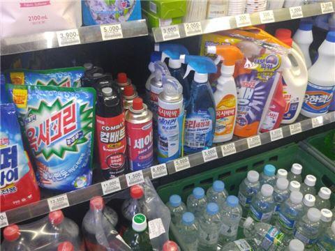 8일 플러스365 신촌푸르지오점에서는 옥시 브랜드의 제품이 다수 판매되고 있었다.