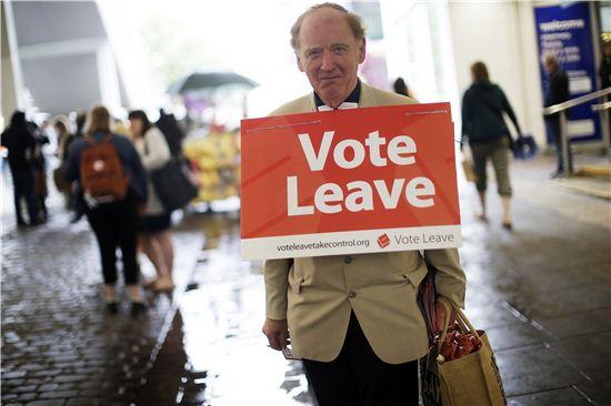브렉시트에 찬성하는 영국시민. 사진=블룸버그