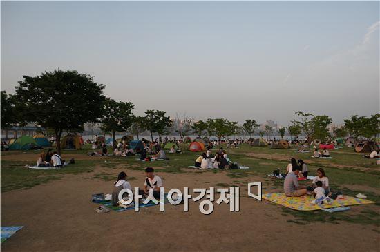 18일 오후 서울 여의도 한강공원