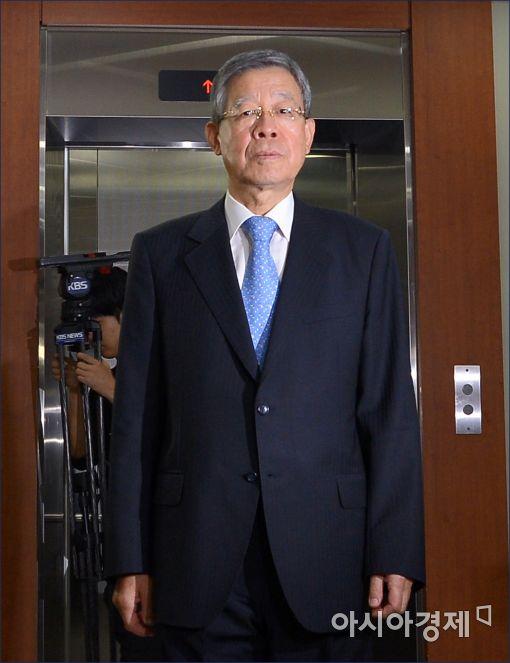 """냉탕 온탕 오간 김희옥…초선 """"힘 실어줘"""" 非朴 '쓴소리'"""