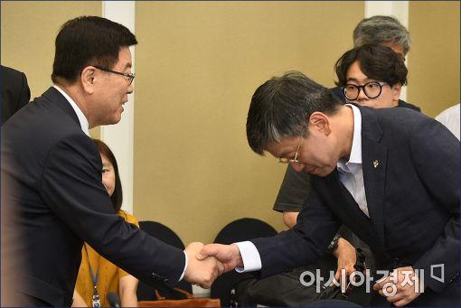 [포토]인사하는 김광림·최상목