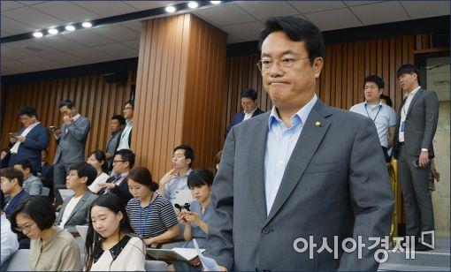 [포토]굳게 입다문 정진석 원내대표