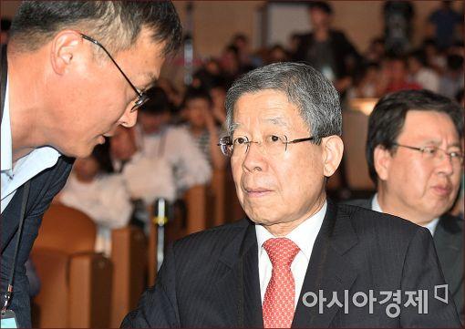 김희옥 새누리당 혁신비대위원장(오른쪽)