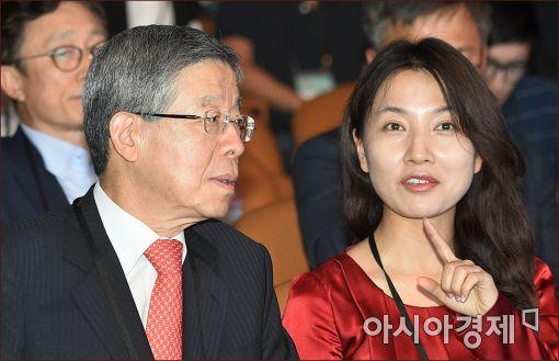 임윤선 새누리당 혁신비대위원(오른쪽)