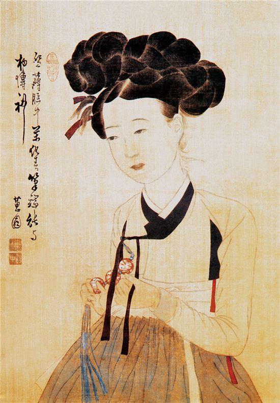200년 전 미인의 얼굴은 이러했을까? 혜원 신윤복이 그린 '미인도' 속 여인은 그 복식이나 치장을 통해 사대부가의 여인이 아닌 기생임을 유추할 수 있다. 사진 = <미인도>, 신윤복, 비단에 채색, 113.9*45.6㎝ 18세기 말, 간송미술관