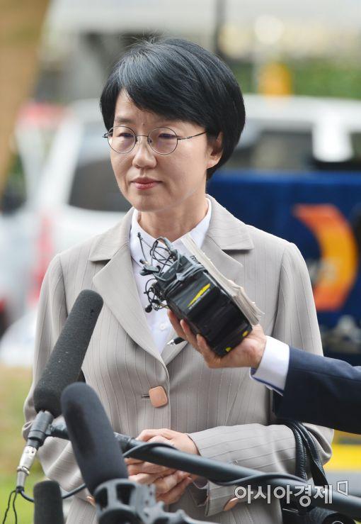 [포토]검찰 출석하는 박선숙 의원