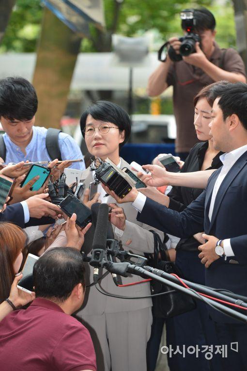 [포토] '리베이트 의혹' 박선숙 의원, 검찰 출석