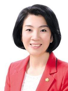 김유화 전남 여수시의회 의원이 후반기 의장단 부의장직에 첫 여성 후보로 나섰다.