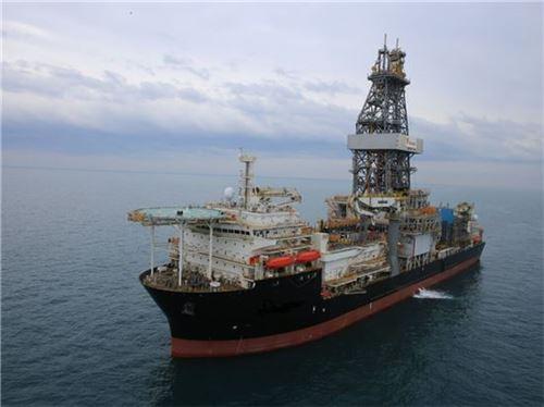 ▲대우조선해양이 아프리카 앙골라 국영석유회사 소난골과 계약해 건조한 드릴십이 시운전 하고 있다