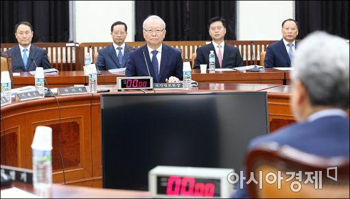 [포토]이병호 국정원장, 국회 정보위 출석