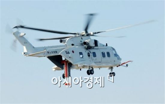 소해작전을 벌이고 있는 일본 해상자위대 소속 MCH-101 헬기