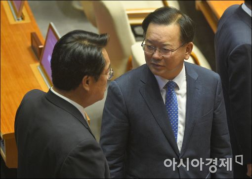 [포토]이야기하는 김부겸·정진석