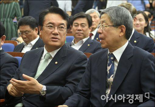 [포토]이야기하는 정진석·김희옥