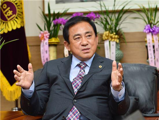 양준욱 신임 서울시의회 의장